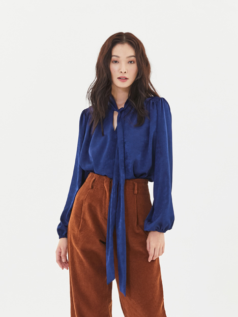 Scarf Shirring Blouse in Navy