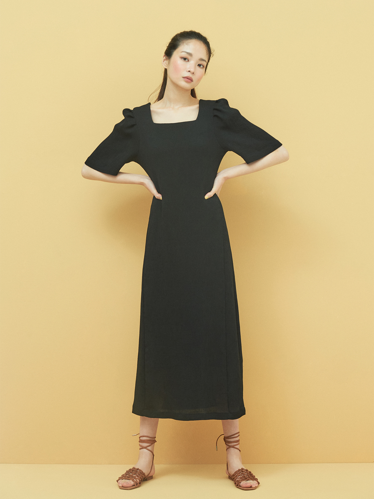 [6/4 예약배송] Square neck Minimal Dress in Black