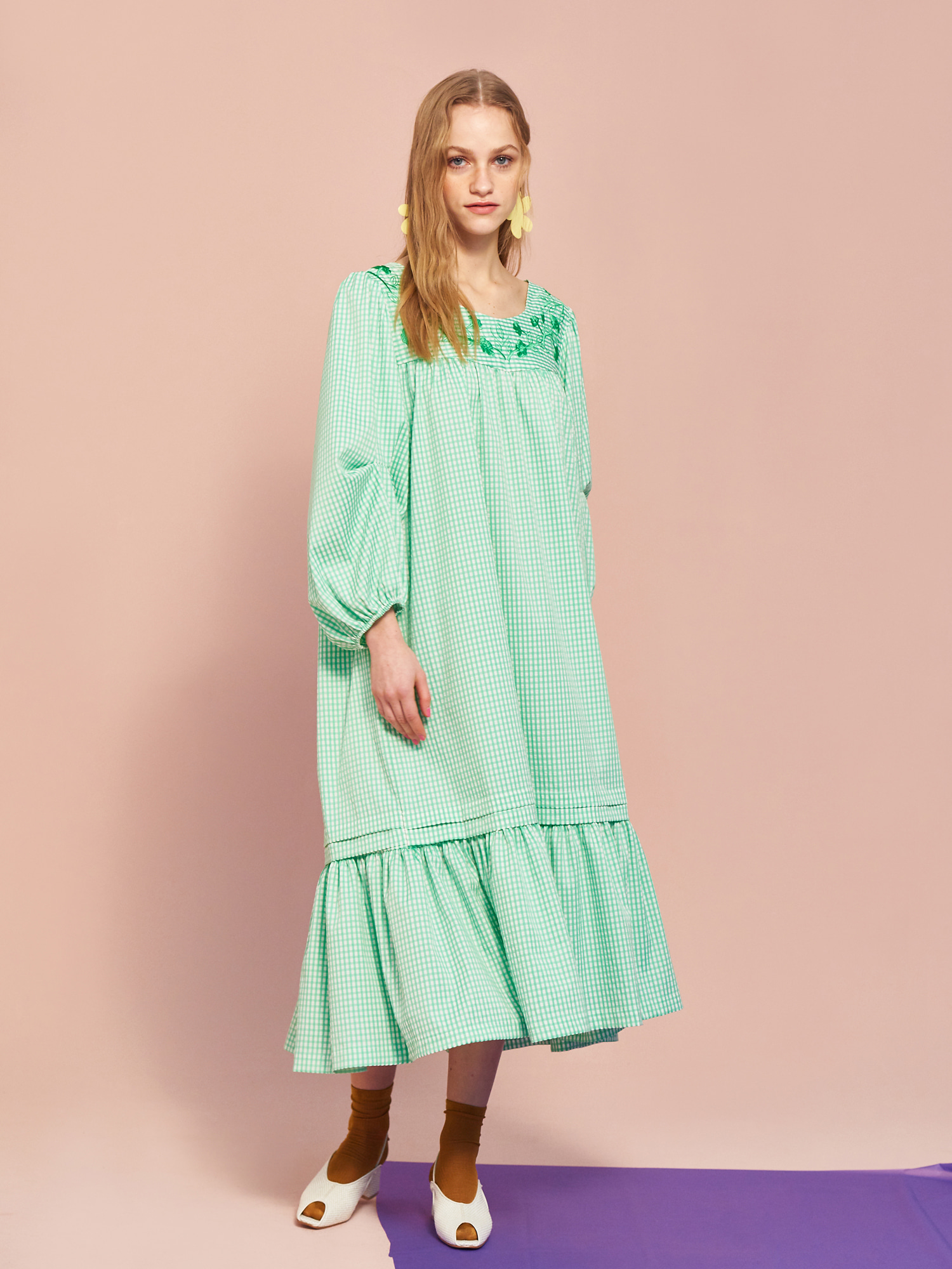 [MID SALE 50% 교환 및 반품불가]Gingham Embroidery Dress in Yellow Green